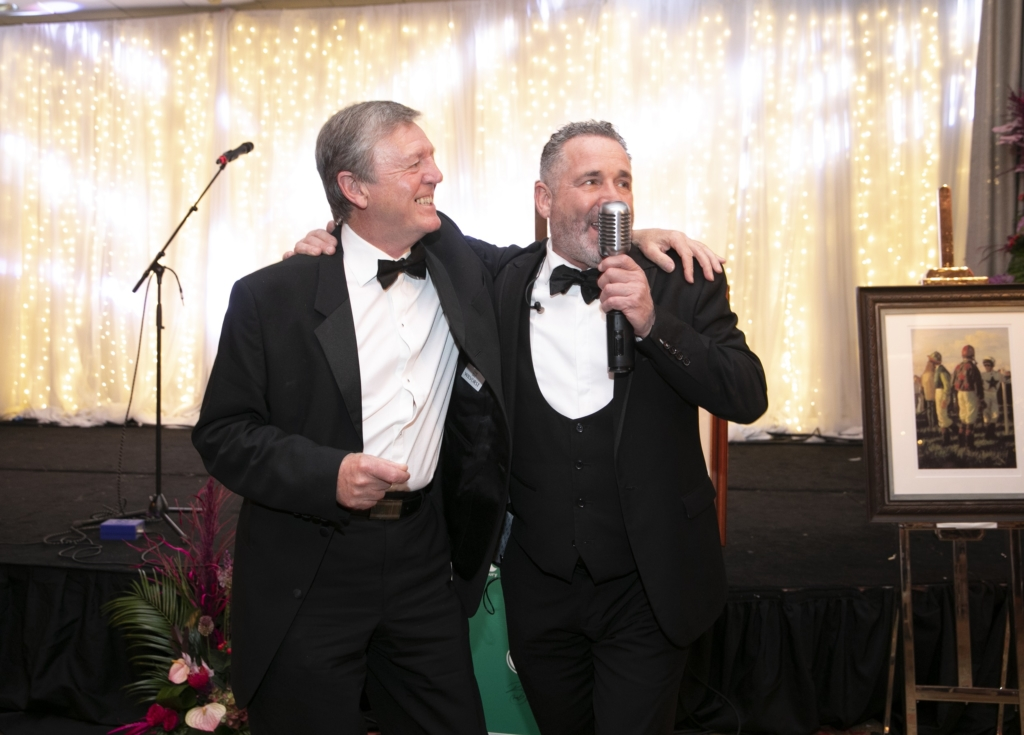 Golfer Des Smyth sings with Cole Page