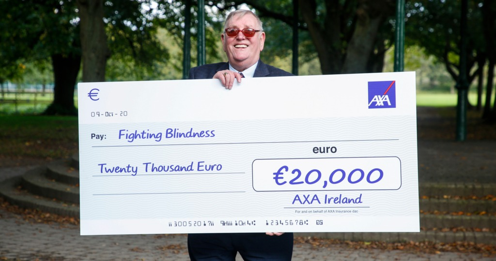 Eric holding a giant cheque for €20000
